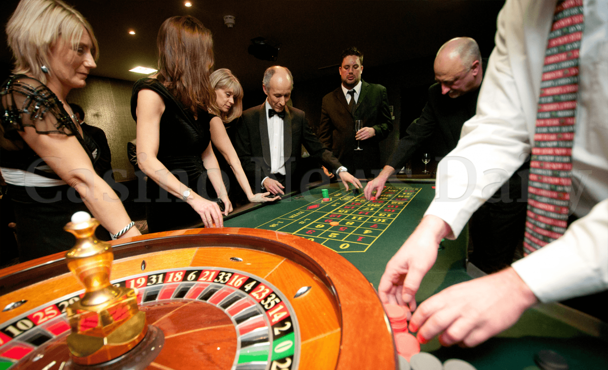 woman betting on red in roulette